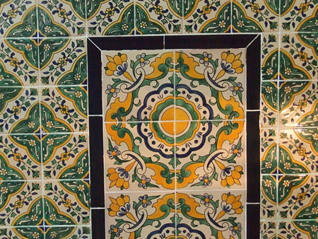 trabajo manual: Recuerdos en el estilo árabe de cerámica - trabajo hecho a mano de los maestros de Túnez