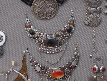 Bijoux et bijoux de pierres précieuses et de métaux Banque d'images - 85544080