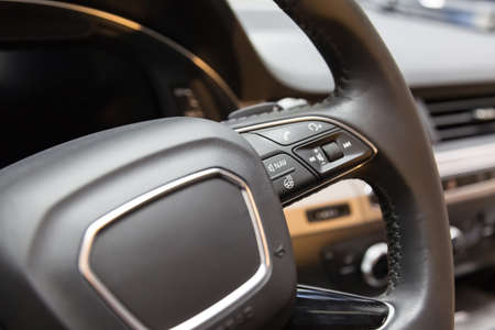 Heated steering wheel. The buttons on the steering wheel. call answer and navigation button. Standard-Bild