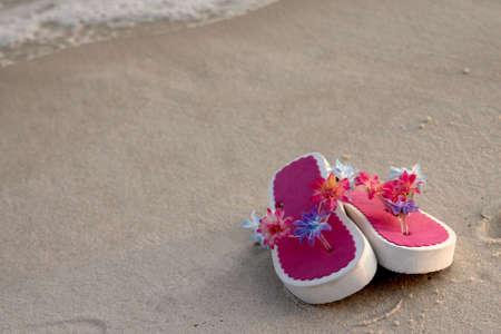 Pink flip flops on the beach. 版權商用圖片