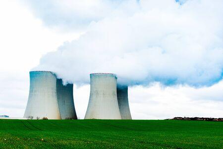Tours de refroidissement de la centrale nucléaire.