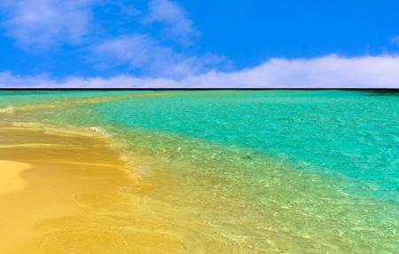 Sandy beach by the sea in Maldives Banco de Imagens
