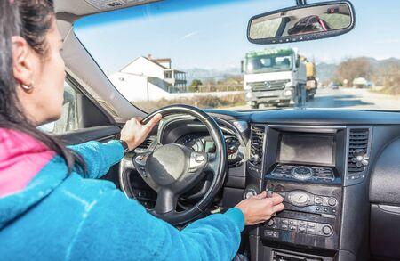 女性ドライバー チューニング車オーディオ