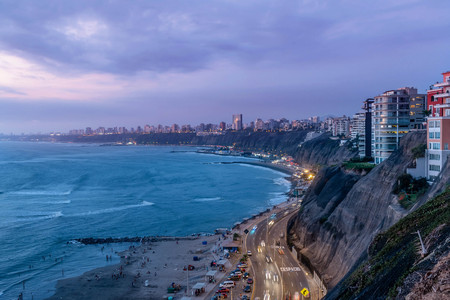 The Pacific coast of Miraflores in Lima, Peru Imagens