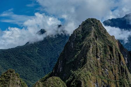 imminence: Montañas de los Andes cerca de Machu Picchu, Perú