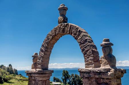 keystone: The stone arch neer Puno, Peru