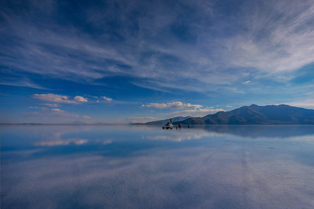 mirror: Off- road car on lake Salar de Uyuni, Bolivia
