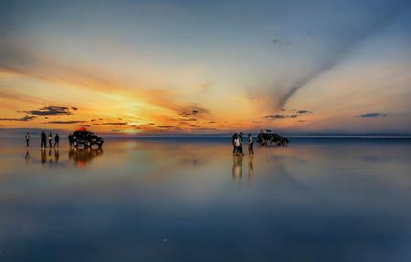 Sunset at lake Salar de Uyuni in Bolivia Stock Photo