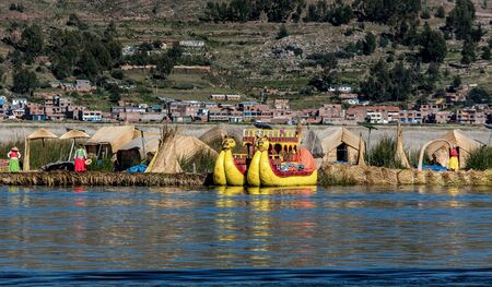 island: Unidentified women welcome tourist on the lake Titicaca in Puno, Peru Stock Photo