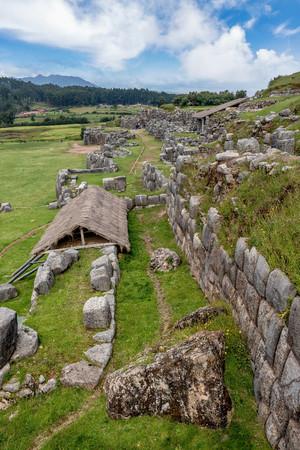 쿠스코, 페루 15 세기에서 Saksaywaman 잉카 요새의 유산 사이트 스톡 콘텐츠 - 83898599