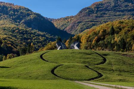 ボスニア・ヘルツェゴビナ・スチェスカ国立公園の戦争記念像 写真素材