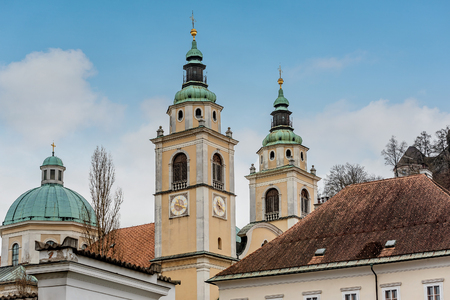 Saint Nicholas Cathedral in the old town center of Ljubljana, Slovenia Imagens