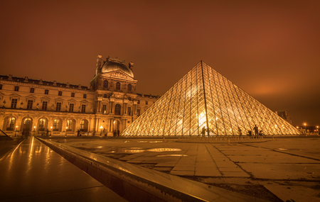 Paris, France- January 13, 2019:Louvre Paris Museum illuminated at night in Paris, France Publikacyjne
