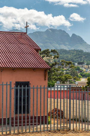 Church of Kayamandi township and beautiful view of the mountains Imagens - 120820490