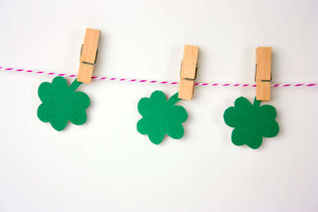 St Patricks paper decorations on clothespins on a white background Stockfoto