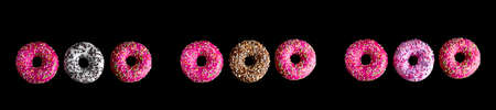top view donuts pattern on a black background banner Imagens