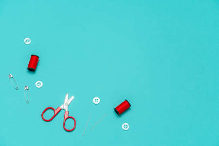 top view flat lay  sewing or embroidery supplies on a blue background with space for text 스톡 콘텐츠