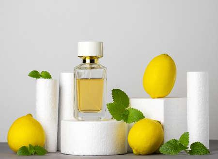 Jar of perfume, lemons and mint leaves. Beauty concept, modern still life. Banco de Imagens - 164969623