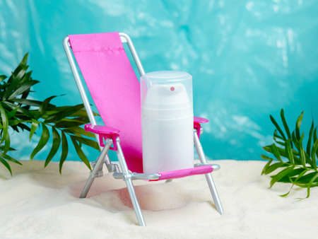 Blank mock up white bottle on a beach chair. Banco de Imagens
