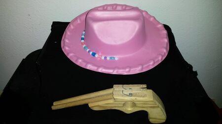 cowgirl hat: Sombrero de la vaquera & Gun