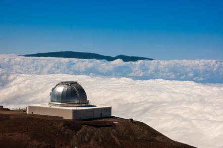 Silver observatory facility at the top of mauna kea on the big island hawaii Фото со стока