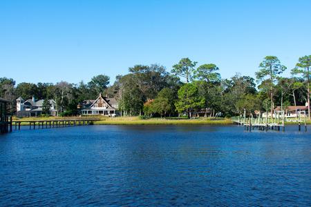 luxury houses on the shore of the florida intercoastal waterway Фото со стока