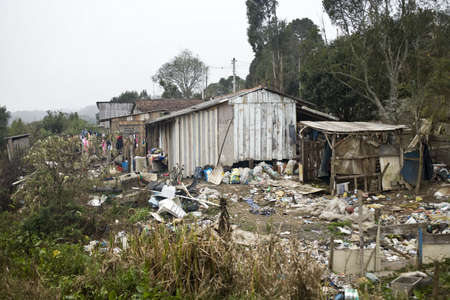 Casas muy pobres en Estado de Paraná - Brasil.  Foto de archivo - 3311498
