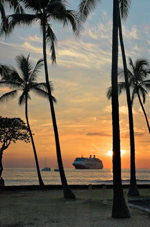 Cruise ship at anchor off Kona, Hawaii Imagens