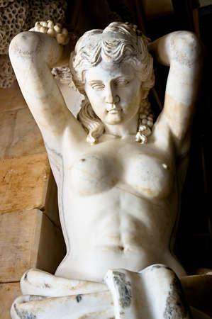 deesse grecque: Statue de marbre repr�sentant la d�esse grecque Aphrodite