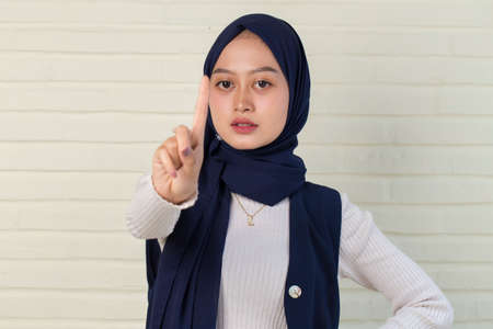 serious upset muslim woman showing stop hand gesture 免版税图像