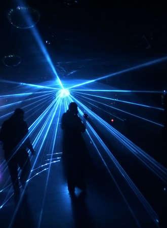 clubbers: Siluetas de personas bailando