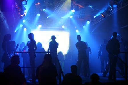 clubbers: Dancing personas en un club subterr�neo