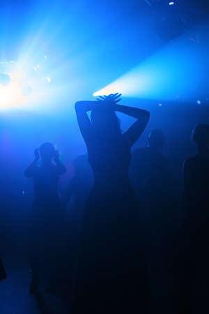 euforia: Dancing personas en un club subterr�neo