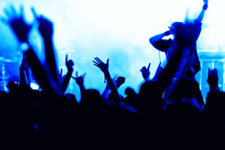 silhouettes of concert crowd in front of bright stage lights Фото со стока - 9954481