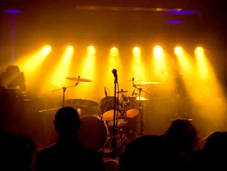live entertainment: Strumenti musicali, batteria, chitarra sul palco