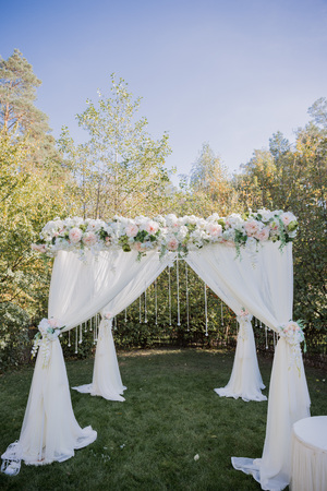 arch for the wedding ceremony in the fall in the park