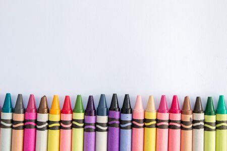 crayons de cire sur fond blanc Banque d'images
