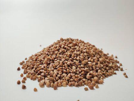buckwheat in a pile on white background 版權商用圖片