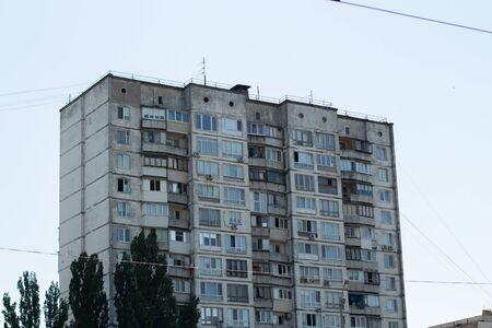 a old apartment building in the city Archivio Fotografico