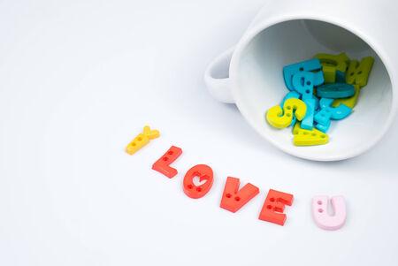 """i love u: """"I love u"""" lettres color�es avec White Coffee Cup pour la Saint-Valentin"""