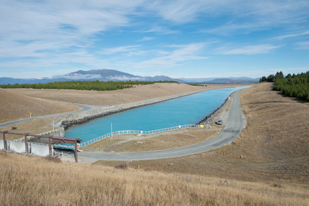 Blue Clean Canal or River with Floodgate in South Island, New Zealand Standard-Bild