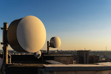 A pair of antennas of a radio-relay data transmission line for mobile networks are located on the roof of the house and are directed to the base station.