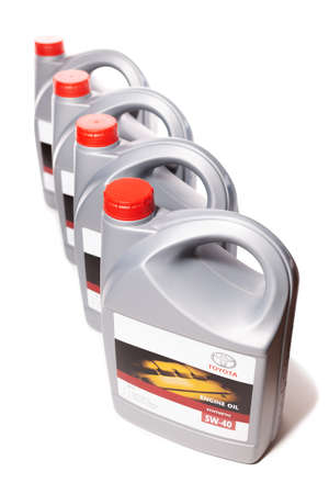KHARKIV, UKRAINE - DECEMBER 6, 2019: Vertical row of plastic cans with motor synthetic oil Toyota 5W-40 for engine, isolated on white background. Trademark owned by the Toyota. Redakční