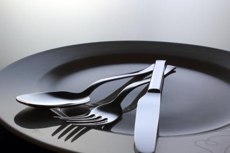 銀フォーク、ナイフ、皿にスプーン