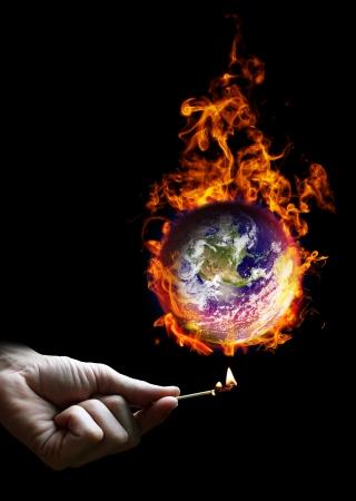 Poner el mundo en el fuego Foto de archivo - 20251920