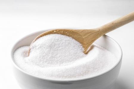 木のスプーンと白い砂糖 写真素材