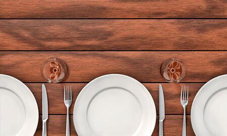 fork glasses: Coltello, forchetta, bicchieri e piatti bianchi sul tavolo da pranzo Archivio Fotografico