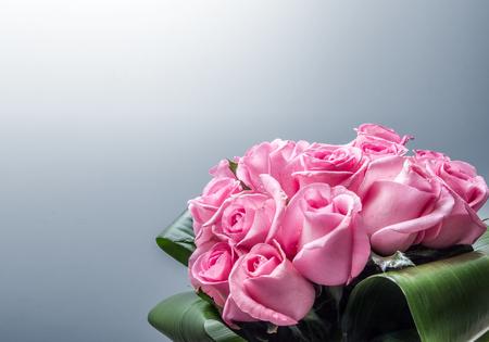 バラのコンポジションの背景の束 写真素材