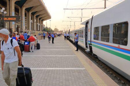September 25 2019 - Samarkand, Uzbekistan: Impressions of railroad station Reklamní fotografie - 135503331