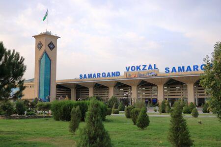 September 25 2019 - Samarkand, Uzbekistan: Impressions of railroad station Reklamní fotografie - 135503298